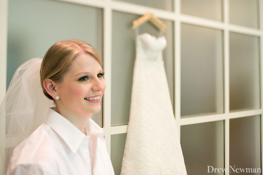 A fun wedding at the Fernbank Museum in Atlanta Georgia, photographed by Drew Newman Photographers.