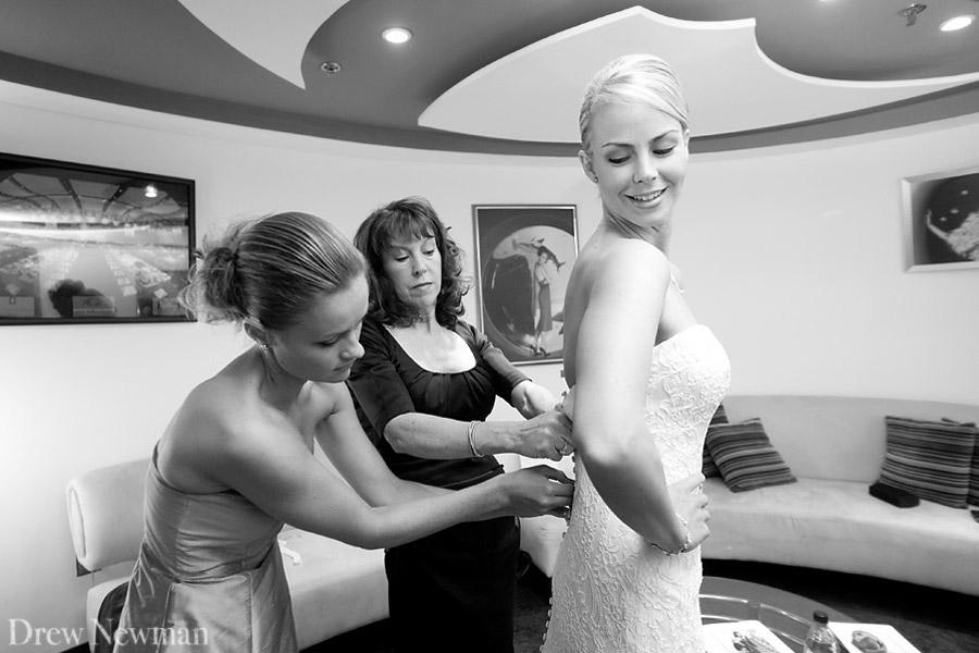 Drew Newman Photographers captures a stunning wedding at the Georgia Aqaurium.